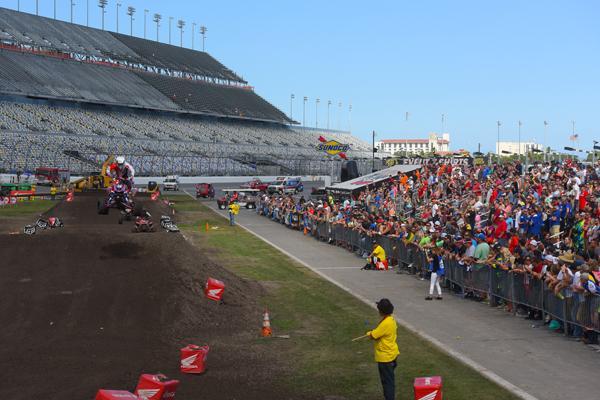 atv_daytona_supercross_2015_racing_crowd