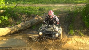 2015-kawasaki_brute_force_300_test_creek_mud_splash